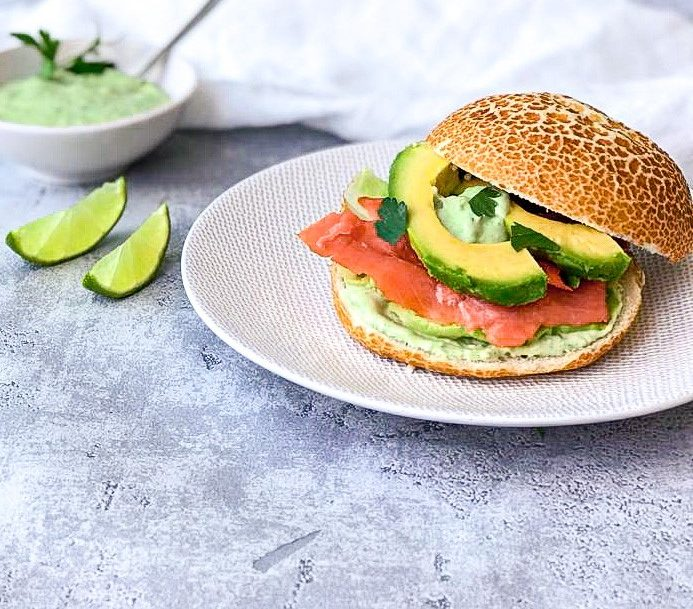 Broodje zalm met avocado