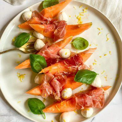 Meloen salade met ham en mozzarella
