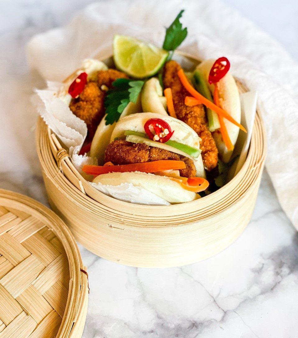 Bao buns met crispy chicken
