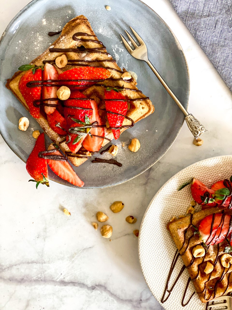 Wafels met aardbeien en chocolade