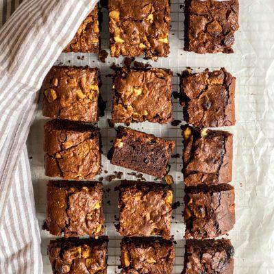 Brownie met witte chocolade stukjes