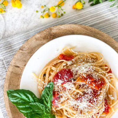Pasta pomodorino en ricotta salata