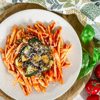 Cavatoni pasta met courgette en aubergine