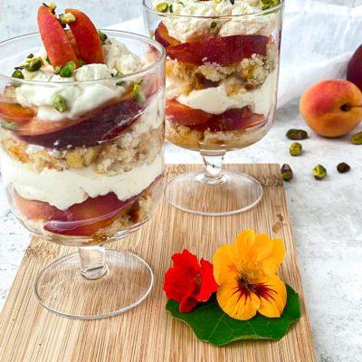 Trifle met perzik en abrikoos