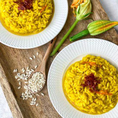 Saffraan risotto met courgette bloemen