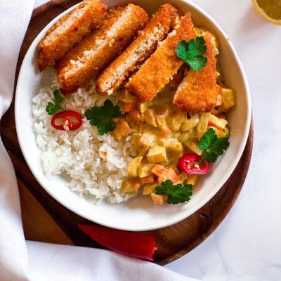 Gele curry met een vega burger