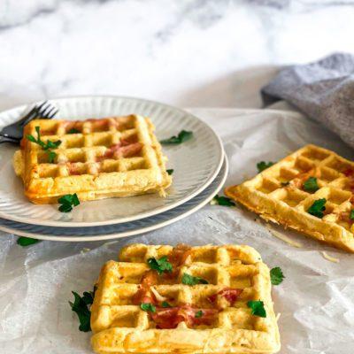 Hartige wafels met kaas en spek